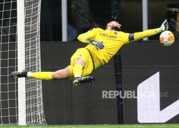 AC Milan goalkeeper Gianluigi Donnarumma in action in the second leg of the round 16 between AC Milan and Manchester United at the Stadio Giuseppe Meazza in Milan, Italy, 18 March 2021.