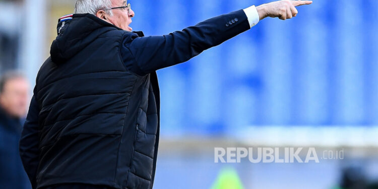 Pelatih kepala Sampdoria Claudio Ranieri bereaksi selama pertandingan sepak bola Serie A Italia UC Sampdoria vs Atalanta Bergamasca Calcio di stadion Luigi Ferraris di Genoa, Italia, 28 Februari 2021.