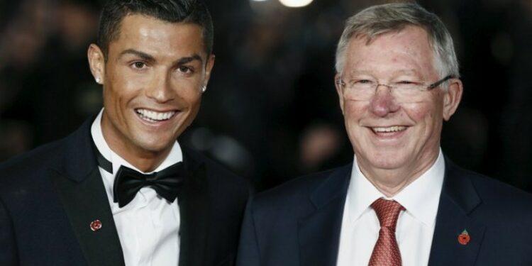 Cristiano Ronaldo (kiri) dan Sir Alex Ferguson.