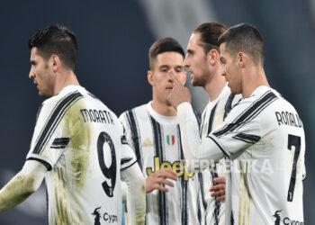 Pemain Juventus Cristiano Ronaldo (kanan) dan Alvaro Morata (kiri) usai mencetak gol.