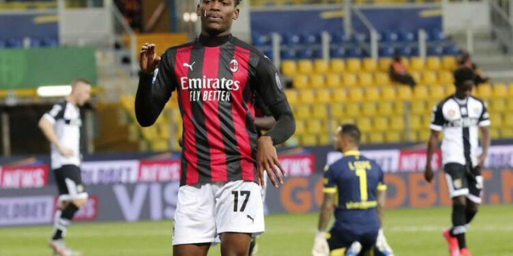 Striker AC Milan, Rafael Leao merayakan gol ke gawang Parma pada laga Serie A di Stadion Enio Tardini, Sabtu (10/4). Milan menang 3-1.