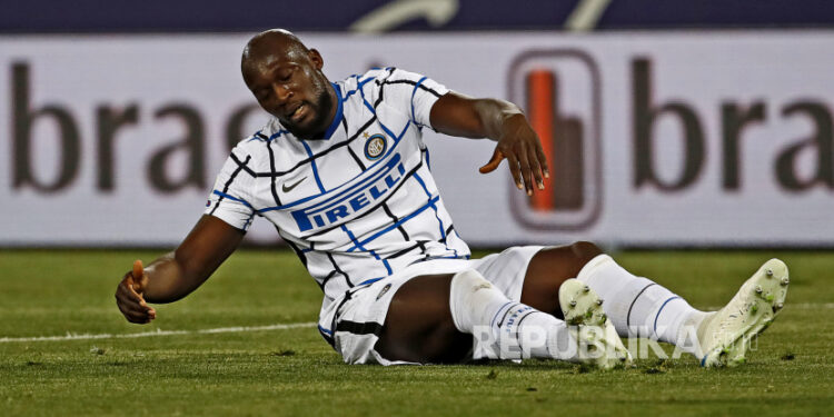 Reaksi Romelu Lukaku saat pertandingan sepak bola Serie A Italia Bologna FC vs FC Inter Milan di stadion Renato Dall