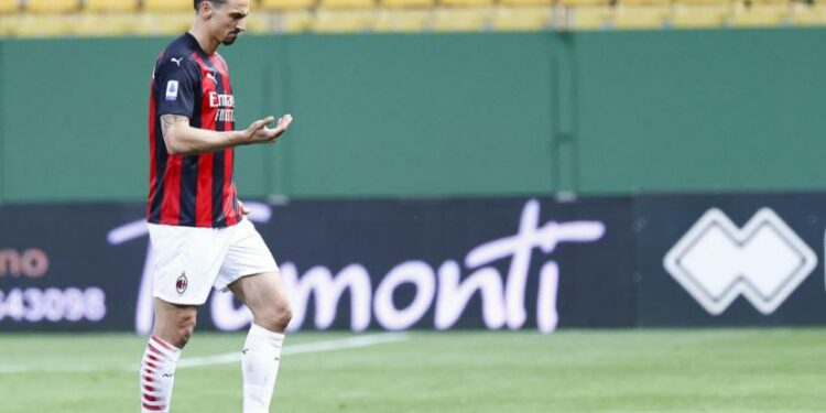 AC Milan striker Zlatan Ibrahimovic left the pitch after being sent off during the match against Parma.
