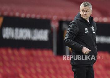 Reaksi manajer Manchester United Ole Gunnar Solskjaer saat perempat final Liga Eropa UEFA, pertandingan sepak bola leg kedua antara Manchester United dan Granada CF di Manchester, Inggris, 15 April 2021.