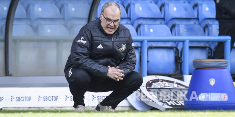 Leeds United manager Marcelo Bielsa reacts during the English Premier League football match between Leeds United and Manchester United in Leeds, English, 25 April 2021.