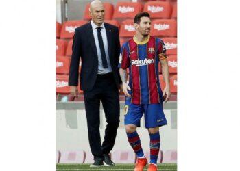 Pelatih Real Madrid, Zinedine Zidane (Kanan) dan Penyerang Barcelona, Lionel Messi (Kanan).
