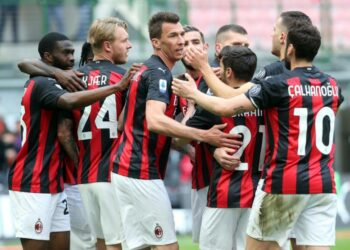 The expression of the Milan players after the Genoa player's own goal, Sunday (18/4).