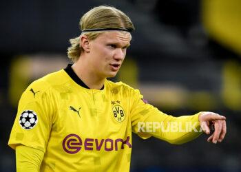 Erling Haaland dari Dortmund bereaksi setelah kebobolan gol 1-2 selama perempat final Liga Champions UEFA, pertandingan sepak bola leg kedua antara Borussia Dortmund dan Manchester City di Dortmund, Jerman, 14 April 2021.