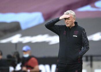 Manajer West Ham David Moyes saat pertandingan sepak bola Liga Utama Inggris antara West Ham United dan Chelsea di Stadion London, London, Inggris, Sabtu, 24 April 2021.