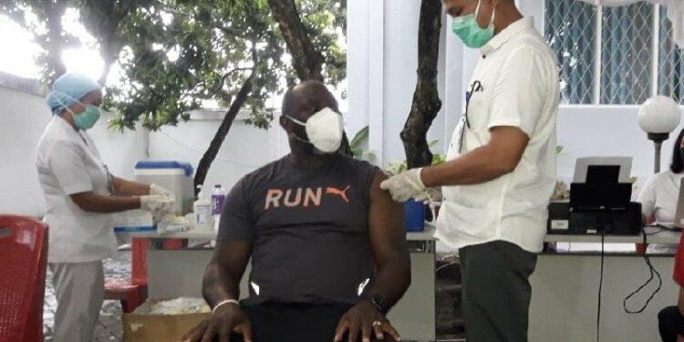 Pemain dan ofisial Persipura jalani vaksinasi COVID-19