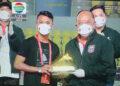 Assanur Rijal Torres saat menerima sepatu emas | Foto tangkap layar