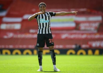 Newcastle midfielder, Joe Willock celebrates his goal against Liverpool in the Premier League match at Anfield, Saturday (24/4). The match ends in a draw 1-1.