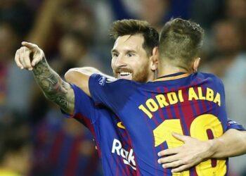 Bintang Barcelona Lionel Messi (kiri) saat merayakan golnya bersama Jordi Alba.