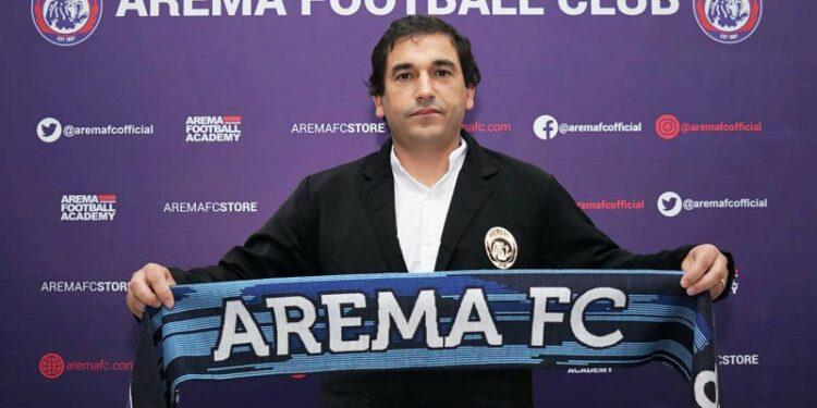 Arema FC perkenalkan Eduardo Almeida sebagai pelatih baru