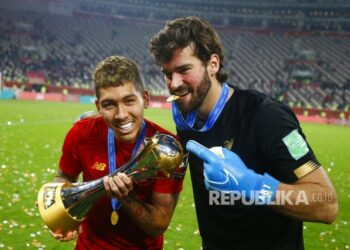 Two Brazilian players Roberto Firmino and Alisson Becker after the FIFA Club World Cup match 2019  between Liverpool FC against CR Flamengo, of Doha, Qatar, Saturday (21/12) early days