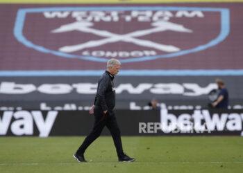 Reaksi Manajer David Moyes dari West Ham setelah kalah dalam pertandingan sepak bola Liga Utama Inggris antara West Ham United dan Everton FC di London, Inggris, 9 Mei 2021.