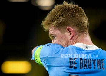 Reaksi pemain Manchester City Kevin De Bruyne selama perempat final Liga Champions UEFA, pertandingan sepak bola leg kedua antara Borussia Dortmund dan Manchester City di Dortmund, Jerman, 14 April 2021.