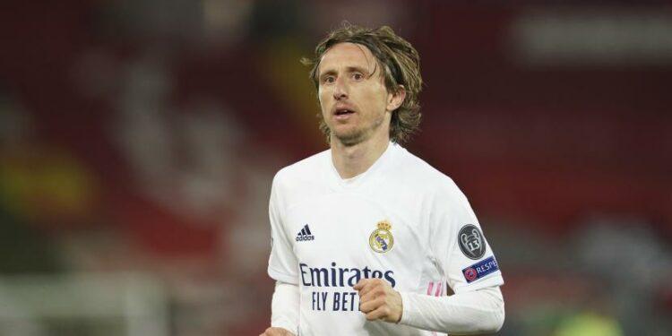 Luka Modric memperpanjang kontrak di Real Madrid selama semusim.
