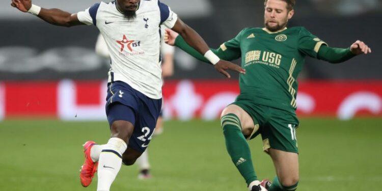 Bek Tottenham Hotspur Serge Aurier (kiri).