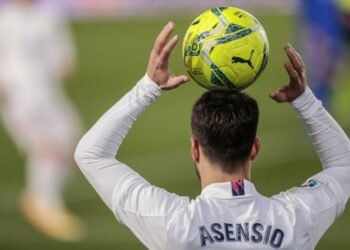 Marco Asensio of Real Madrid holds the ball during the Spanish La Liga football match between Real Madrid and Getafe at the Alfredo di Stefano stadium in Madrid, Spanish, Tuesday, 9 February 2021.