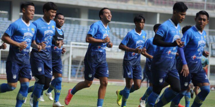 Sejumlah pemain Persib Bandung absen pada latihan perdana