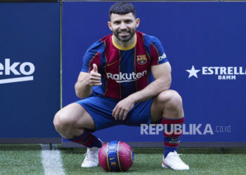 Argentina striker Sergio Kun Aguero poses for photographers during his presentation as a new FC Barcelona player at the Camp Nou stadium in Barcelona, ??Catalonia, Spanish, 31 May 2021.