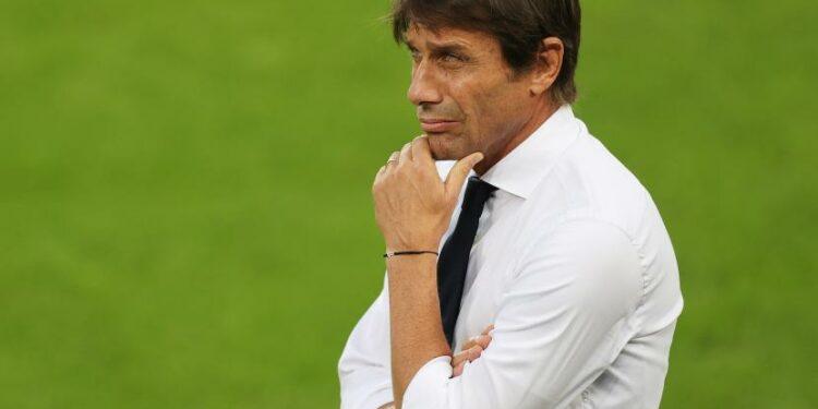 Antonio Conte dilaporkan jadi target utama Tottenham Hotspur.