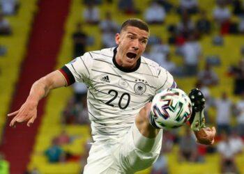 Robin Gosens dari Jerman beraksi selama pertandingan sepak bola babak penyisihan grup F UEFA EURO 2020 antara Prancis dan Jerman di Munich, Jerman, 15 Juni 2021.
