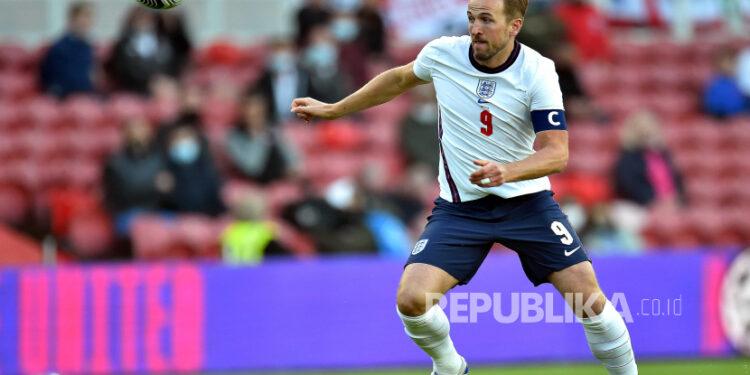 Pemain Inggris Harry Kane beraksi selama pertandingan sepak bola Persahabatan Internasional antara Inggris dan Austria di Middlesbrough, Inggris, 02 Juni 2021.