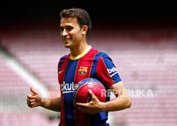 Bek Spanyol Eric Garcia saat presentasinya sebagai pemain baru FC Barcelona, ??di Barcelona, ??Spanyol, 01 Juni 2021.