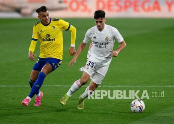 Pemain Real Madrid Miguel Gutierrez (kanan).
