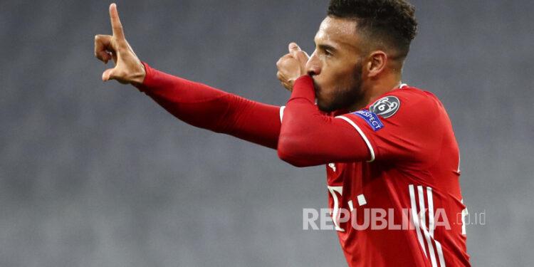 Corentin Tolisso dari Bayern Munich merayakan setelah mencetak gol ketiga timnya selama pertandingan sepak bola Grup A Liga Champions antara Bayern Munich dan Atletico Madrid di Allianz Arena di Munich, Jerman, Rabu, 21 Oktober 2020.
