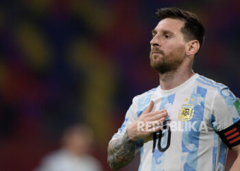Pemain Argentina Lionel Messi melakukan selebrasi setelah mencetak gol ke gawang Chile pada pertandingan sepak bola kualifikasi Piala Dunia Qatar 2022 Amerika Selatan antara Chile dan Argentina di Santiago del Estero, Argentina, 03 Juni 2021.
