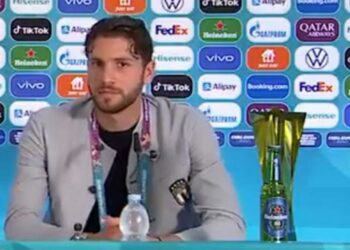 Manuel Locatelli gives information in press jump. In front of it there are only mineral water drinks. No fizzy drinks or alcohol anymore.