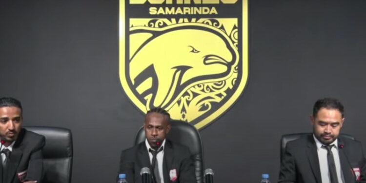 Boaz Solossa resmi bergabung dengan Borneo FC