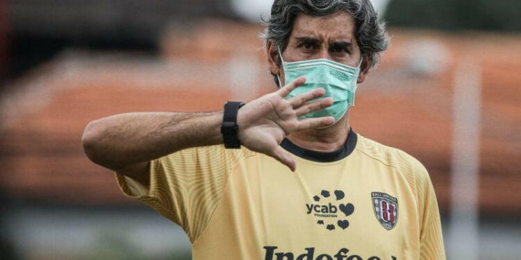 Coach Teco minta anak asuhnya sabar menanti Liga 1