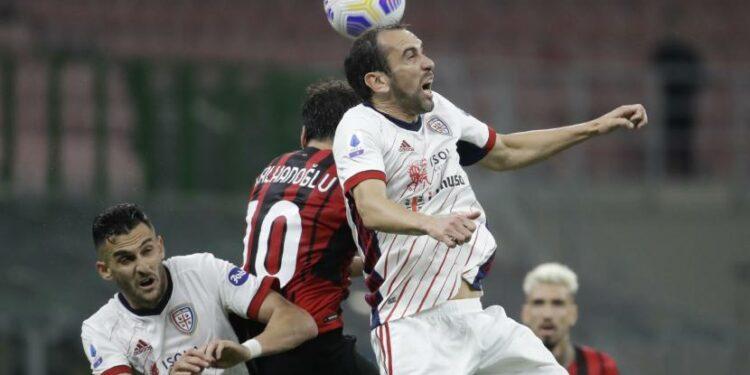 Bek Cagliari, Diego Godin (right).
