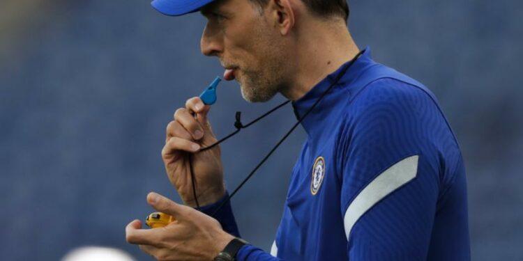 Pelatih kepala Chelsea Thomas Tuchel meniup peluit saat sesi latihan menjelang pertandingan final Liga Champions di stadion Dragao di Porto, Portugal, Jumat, 28 Mei 2021. Chelsea dan Manchester City akan memainkan final Liga Champions pada Sabtu.