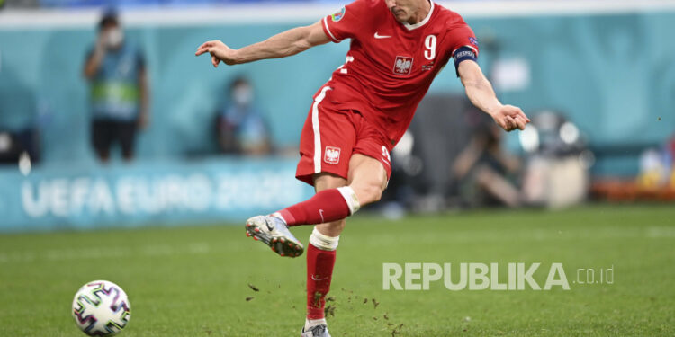 Striker timnas Polandia dan Bayern Muenchen Robert Lewandowski.