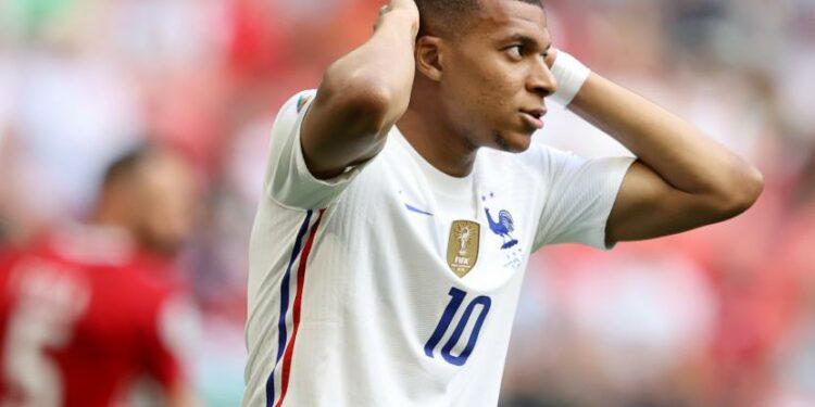 Kylian Mbappe dari Prancis bereaksi selama pertandingan sepak bola babak penyisihan grup F UEFA EURO 2020 antara Hongaria dan Prancis di Budapest, Hongaria, 19 Juni 2021.
