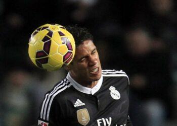 Real Madrid izinkan Raphael Varane lakukan negosiasi dengan Manchester United.
