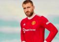 Luke Shaw menjadi model jersey baru kandang Manchester United