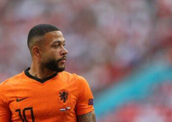 Memphis Depay dari Belanda bereaksi selama pertandingan sepak bola babak 16 besar UEFA EURO 2020 antara Belanda dan Republik Ceko di Budapest, Hongaria, 27 Juni 2021.