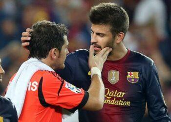 Iker Casillas bersama Gerrard Pique (kanan).