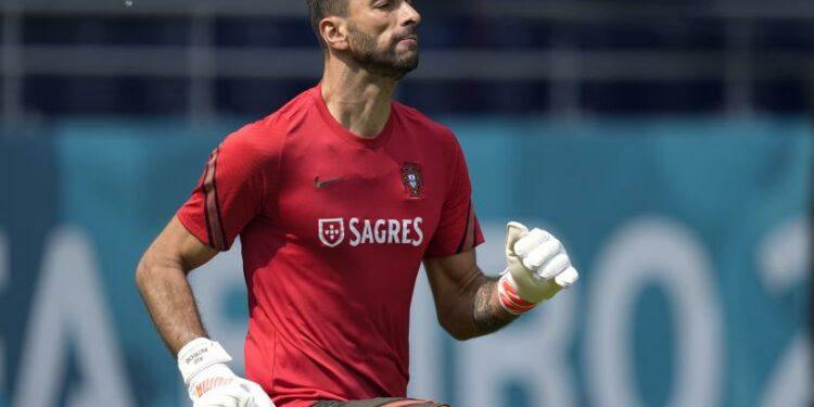 Penjaga gawang Portugal Rui Patricio dilaporkan akan memperkuat AS Roma musim depan.