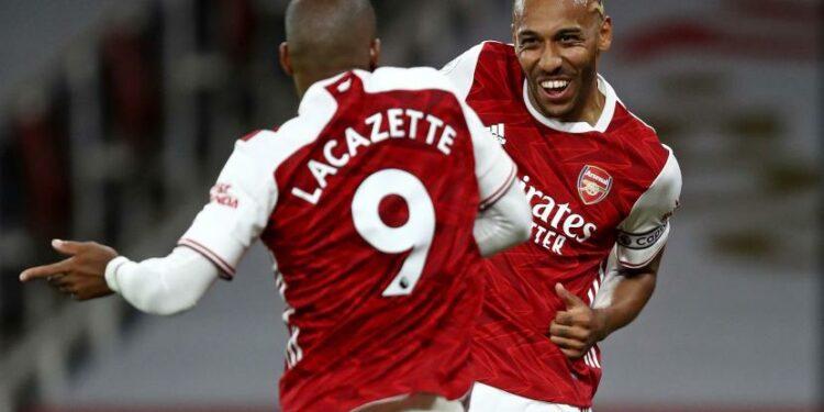 Duo penyerang Arsenal Alexandre Lacazette dan Pierre-Emerick Aubameyang (kanan).
