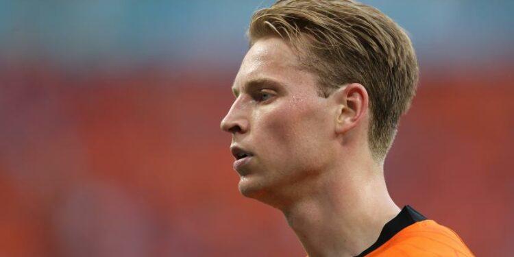 Reaksi Frenkie de Jong dari Belanda setelah kalah dalam pertandingan sepak bola babak 16 besar UEFA EURO 2020 antara Belanda dan Republik Ceko di Budapest, Hongaria, 27 Juni 2021.
