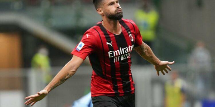 Olivier Giroud merayakan golnya untuk AC Milan saat menghadapi Cagliari dalam lanjuta Serie A Italia di San Siro, Senin (30/8) dini hari WIB