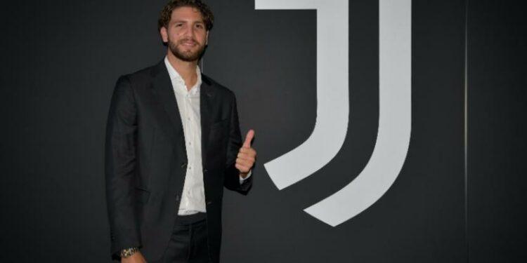Manuel Locatelli resmi bergabung dengan Juventus.