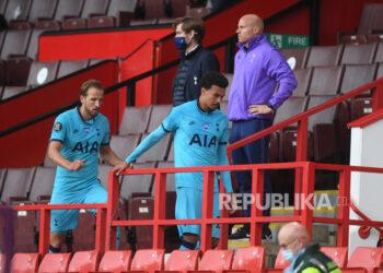 Pemain Tottenham Hotspur, Harry Kane (kiri) dan Dele Alli (kanan).